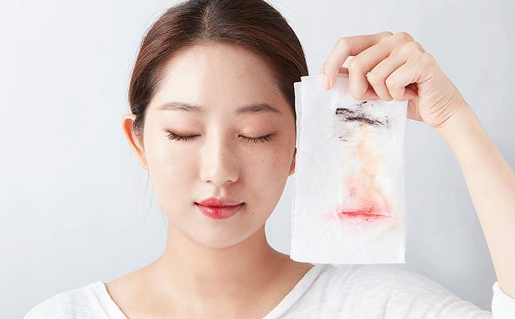 Chú ý tẩy trang sạch sẽ để loại bỏ cặn bẩn, vi khuẩn bám trên da