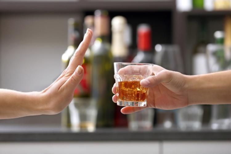 Không sử dụng bia, rượu, chất kích thích khi đang bị viêm lỗ chân lông