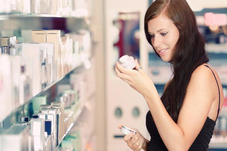 Lựa chọn mỹ phẩm phù hợp để tránh gây tổn thương da