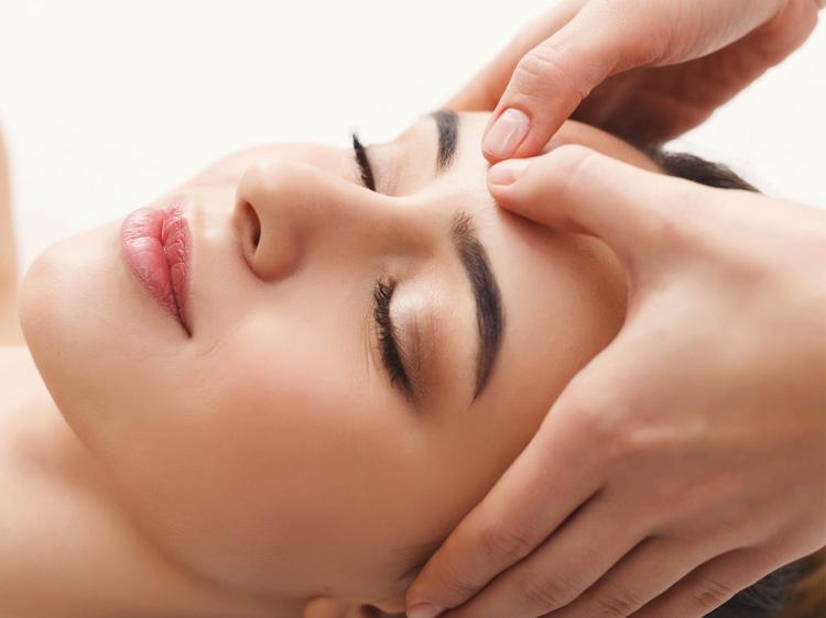 Massage thường xuyên có tác dụng phục hồi da mặt hiệu quả