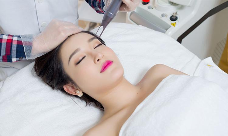 Sử dụng Laser CO2 Fractional là phương pháp giúp phòng ngừa sẹo thâm hiệu quả