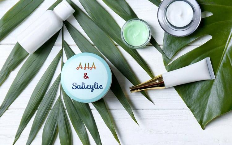Ưu tiên các sản phẩm cho da dầu mụn chứa AHA hoặc Salicylic