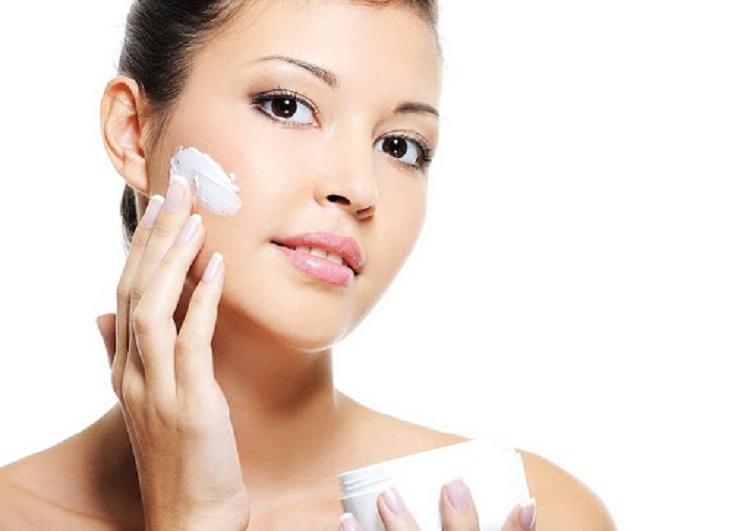 Sử dụng kem trị nám tàn nhang, bạn cần đảm bảo sản phẩm rõ nguồn gốc, chứa thành phần an toàn