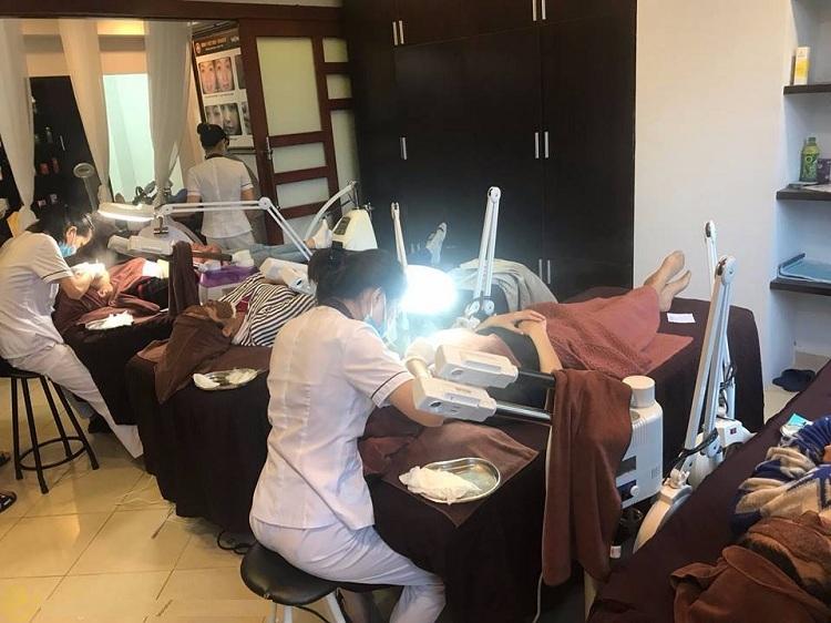Bệnh nhân thực liệu pháp Vi Phẫu Biểu Mô Sinh Học tại Trung tâm Da liễu Đông y Việt Nam