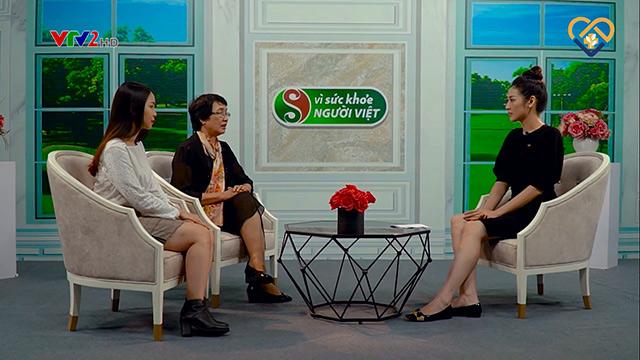 """Bác sĩ Nhuần và khách mời Huyền Anh tại chương trình """"Vì sức khỏe người Việt"""""""