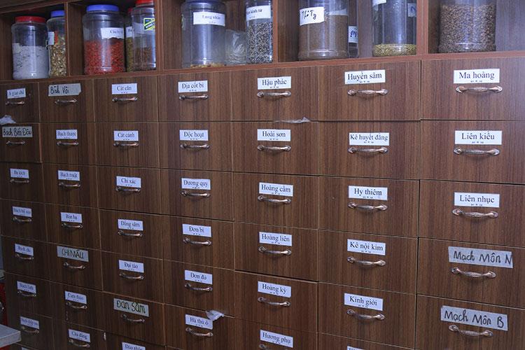 Phòng thuốc với nhiều vị thuốc đáp ứng nhu cầu chữa bệnh