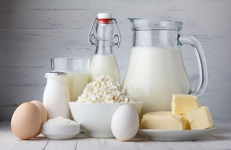 Trẻ bị chàm sữa các mẹ nên kiêng các thực phẩm như bơ, sữa