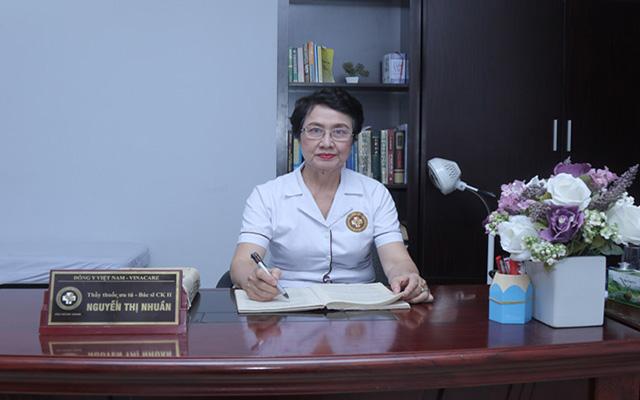 Bệnh nhân lựa chọn tin tưởng bác sĩ Nguyễn Thị Nhuần, một chuyên gia điều trị bệnh Da liễu bằng YHCT với nhiều năm kinh nghiệm