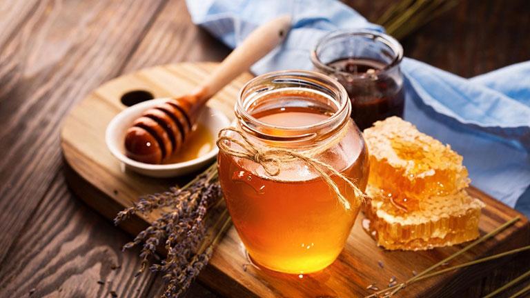 Mật ong có rất nhiều công dụng đối với làn da mụn