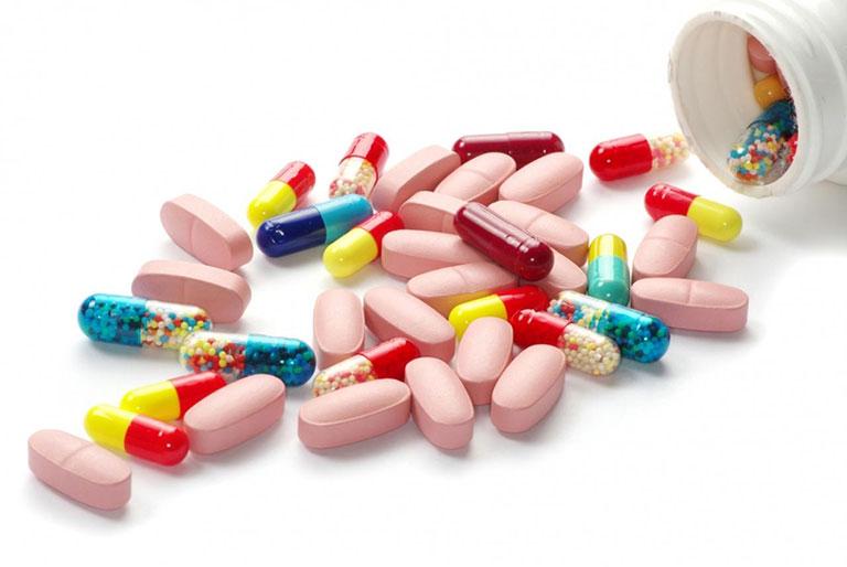Trị mụn bằng thuốc kháng sinh cần thiết khi các triệu chứng chuyển biến nặng