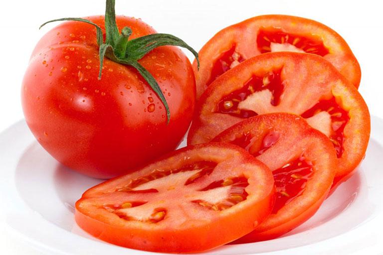Cà chua chứa nhiều vitamin trị vết thâm rất tốt