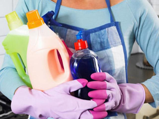 Rất nhiều trường hợp bị tổn thương cấu trúc da, chàm khô do hóa chất tẩy rửa mạnh, mỹ phẩm