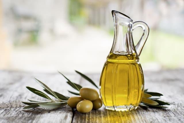 Chữa bệnh chàm bằng dầu oliu