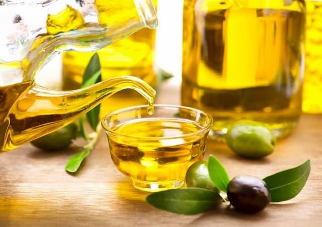 Dầu oliu ngăn ngừa enzym gây kích ứng da