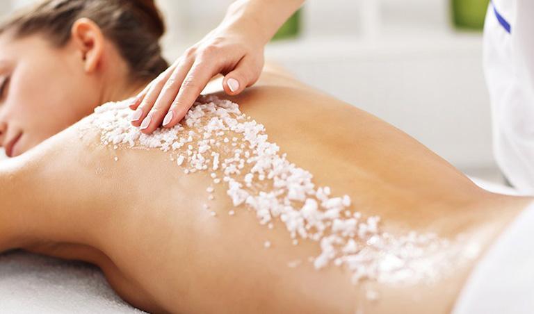 Chăm sóc vùng da lưng giúp giảm thiểu mụn hiệu quả
