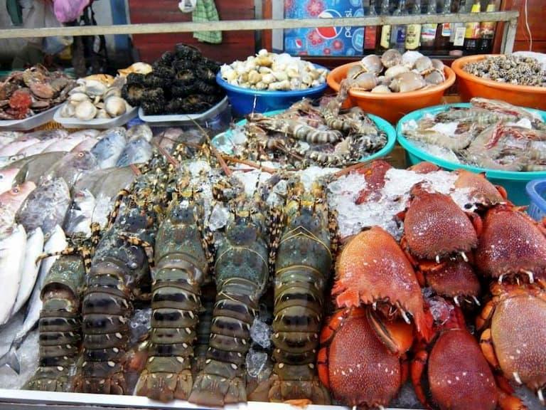 Người bị vảy nến nên kiêng ăn các loại hải sản