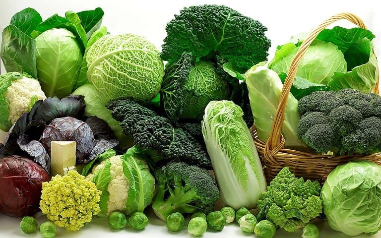 Bổ sung rau xanh trong mỗi bữa ăn để hỗ trợ điều trị bệnh viêm da dị ứng