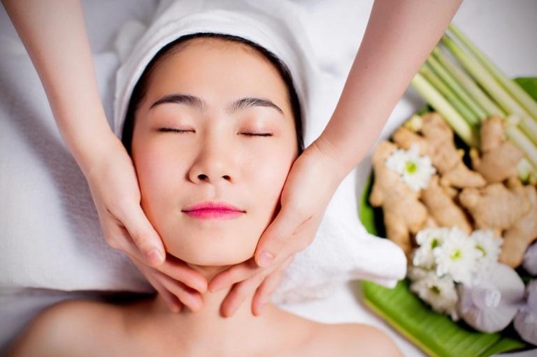 Chăm sóc da thường xuyên và đúng cách sẽ giúp làm lành các tổn thương trên da một cách nhanh chóng