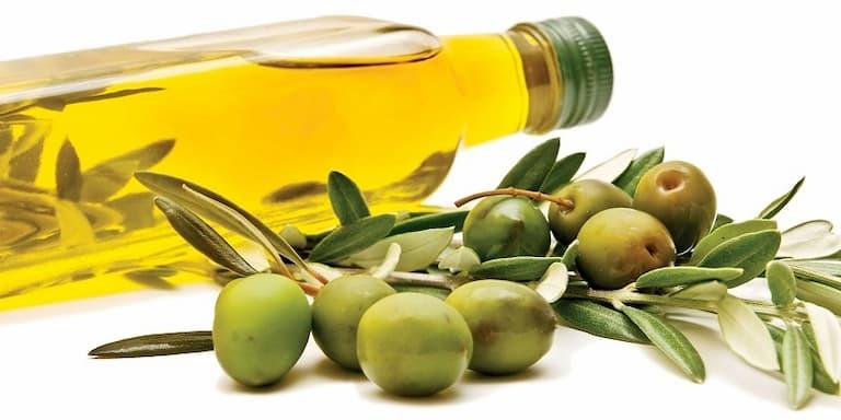 Dầu oliu cũng được xem như cách trị vảy nến dân gian hữu hiệu