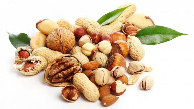 Hàm lượng vitamin E dồi dào từ các loại hạt có tác dụng hỗ trợ làm mềm da, giúp các tổn thương mau lành