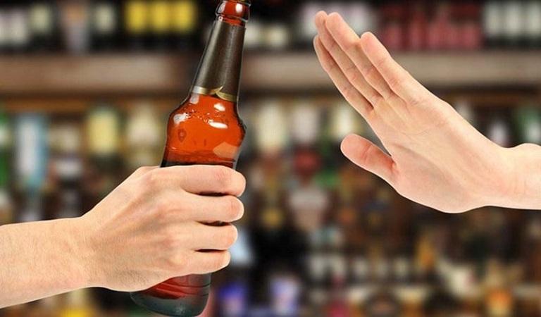 Không uống rượu bia là cách tốt nhất để rút ngắn quá trình điều trị bệnh viêm da tiếp xúc