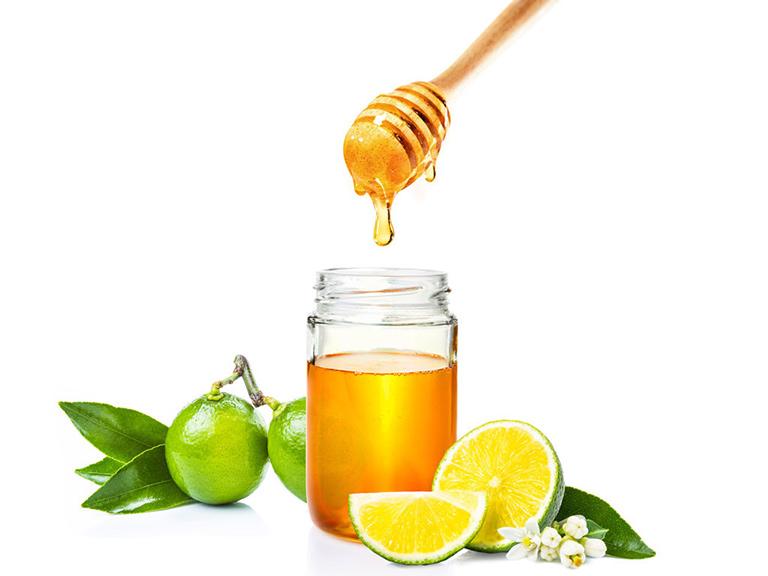 Mặt nạ mật ong chanh giúp làm sáng da, mờ thâm.