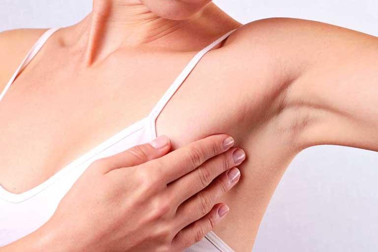 Nguyên nhân và cách điều trị mụn thịt ở nách