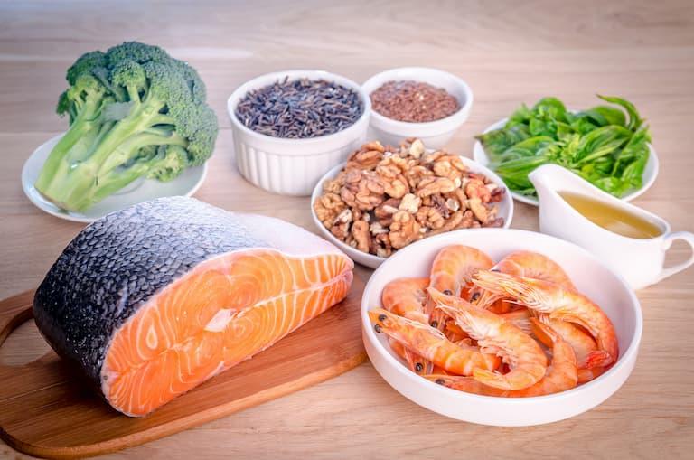 Nên tránh thực phẩm chứa nhiều chất béo bão hòa