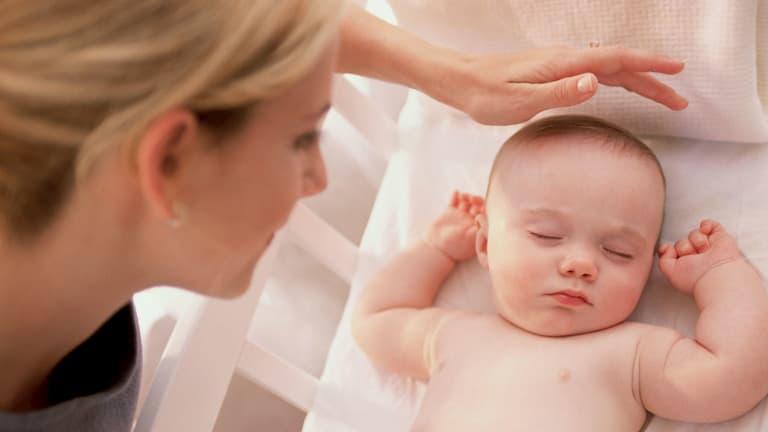 Trẻ bị rối loạn tuyến mồ hôi cũng là nguyên nhân gây bệnh viêm da dầu
