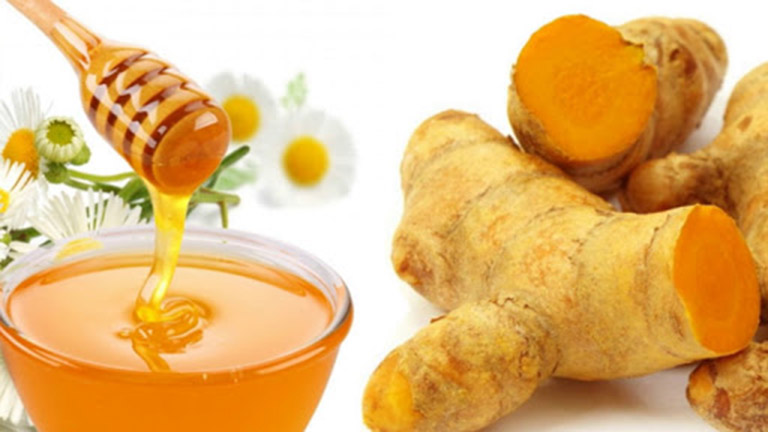 """Hai """"thần dược"""" mật ong và nghệ kết hợp đem lại hiệu quả cao trong trị mụn"""