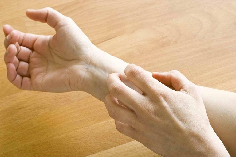 Viêm da dị ứng ở tay là một trong những bệnh lý da liễu không hiếm gặp