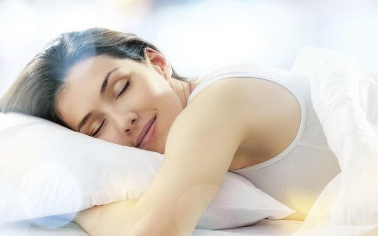 Bên cạnh việc dùng thuốc trị viêm da cơ địa thì giữ tinh thần thoải mái cũng giúp bệnh mau khỏi