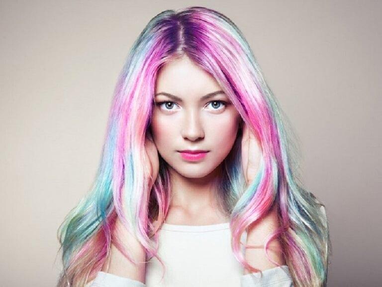 Nếu bị á sừng da đầu không nên tạo kiểu tóc, uốn nhuộm nhiều