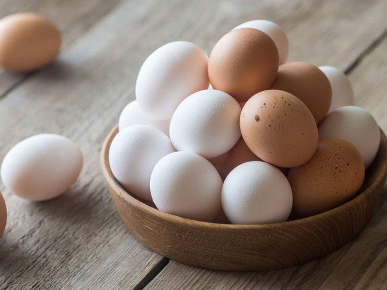 Trứng gà trị mụn lưng được xem mang lại công dụng rất tốt