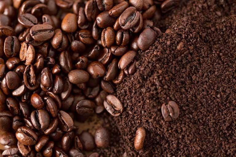 Bã cà phê và những công dụng làm đẹp ít người biết đến