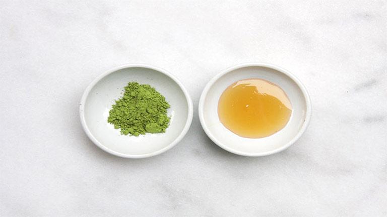 Cách trị mụn và thâm ở mông bằng mật ong và bột trà xanh