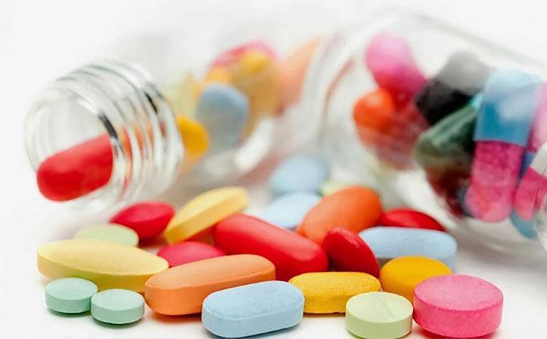 Sử dụng các loại thuốc uống chữa mụn rộp sinh dục nữ