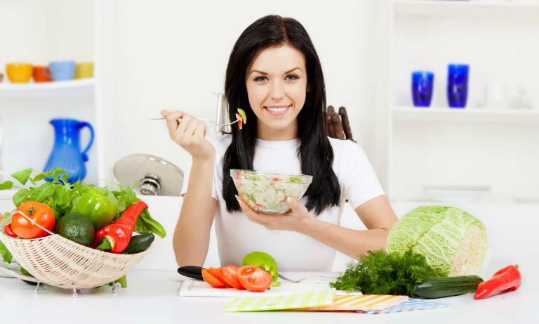 Có chế độ ăn uống sinh hoạt hợp lý để tăng cường sức khỏe tổng thể