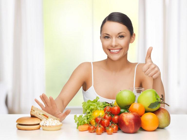 Xây dựng chế độ ăn hợp lý giúp da hồi phục sau nặn mụn