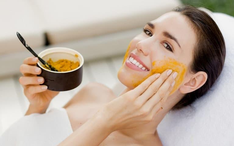 Đắp các loại mặt nạ tự nhiên để giảm tình trạng da mặt bị ngứa rát