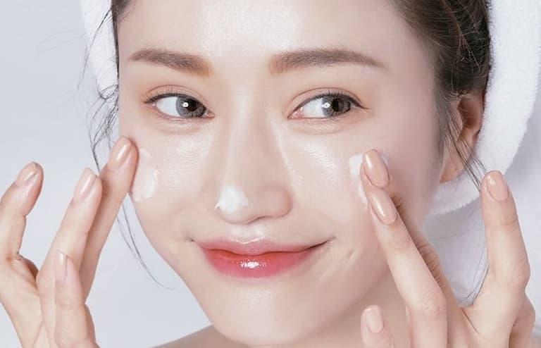 Dưỡng ẩm cho da tránh da bị khô và ngứa