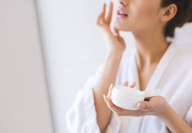 Giữ gìn da sạch sẽ và dưỡng ẩm thường xuyên