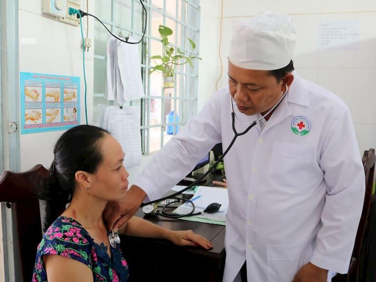 Khi bị ngứa da kéo dài bạn cần thăm khám bác sĩ chuyên môn để có phác đồ điều trị