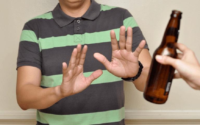 Nếu không biết bệnh tổ đỉa kiêng ăn gì hãy kiêng rượu bia và các chất kích thích để bệnh mau khỏi