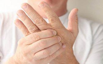 Ngứa kẽ ngón tay- nguyên nhân và cách điều trị