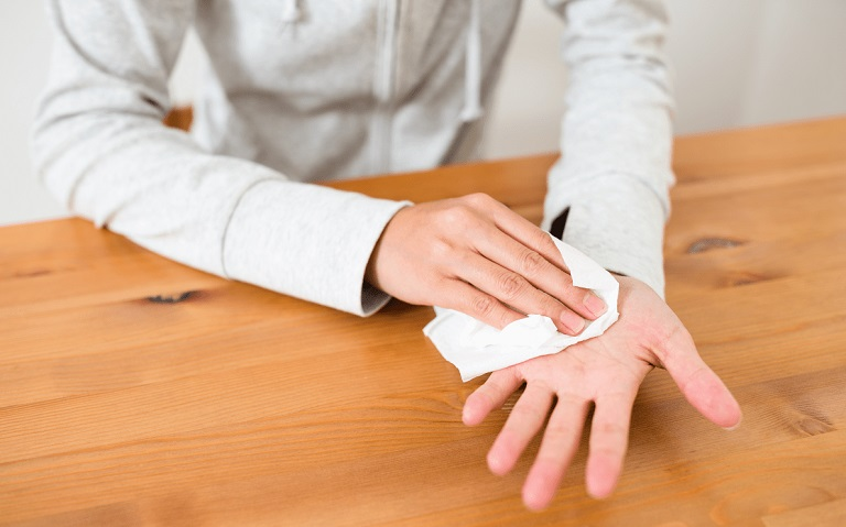 Những người bị ra mồ hôi tay cũng dễ mắc bệnh hơn những người bình thường