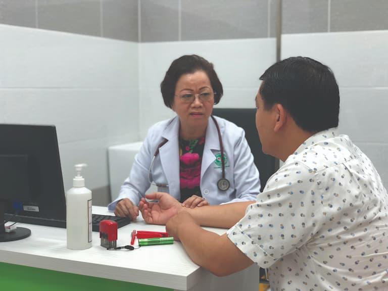 Thăm khám bác sĩ để có những cách điều trị tốt nhất