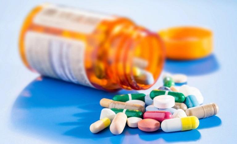Thuốc kháng sinh dạng uống sẽ được sử dụng khi vùng da tổn thương có dấu hiệu nhiễm trùng, lở loét