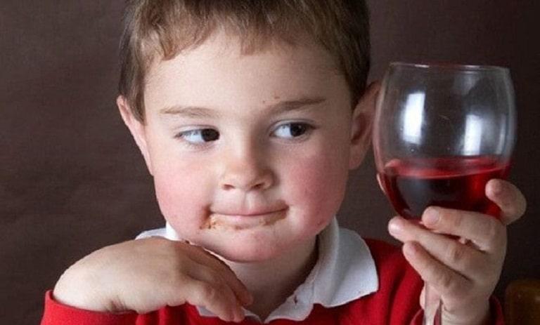 Tránh xa các loại đồ uống chứa chất kích thích là việc cần phải làm