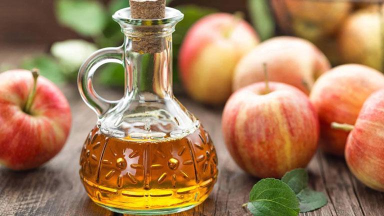 Giấm táo và muối có tác dụng trị mụn lưng